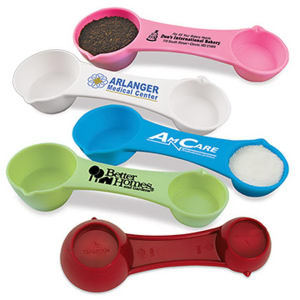Multi-use measuring spoon with
