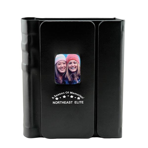 Magnetic photo album that