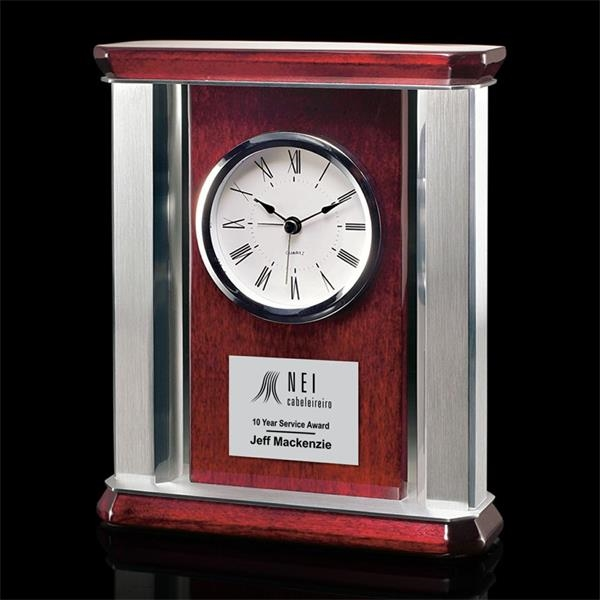Modern mantle clock with
