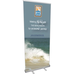 Value retractor banner display.